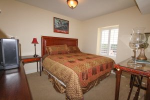2nd guest bedroom with 1 king bed