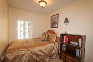 3rd guest bedroom with 1 queen bed
