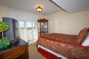 4th guest bedroom with private balcony