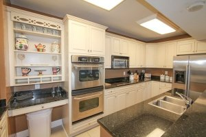 Fully-upgraded kitchen