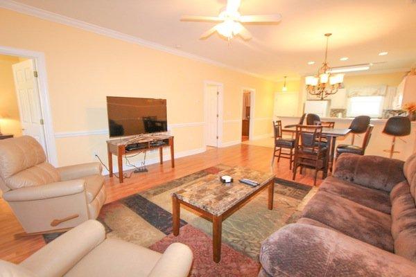 Magnolia north 102 4878 102 golf course community condo for Living room 102